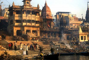 800px-Varanasi_cremation